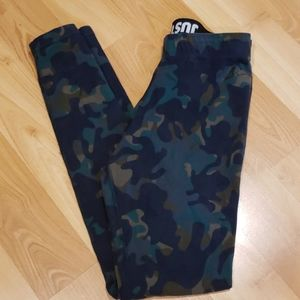 Nike camo leggings